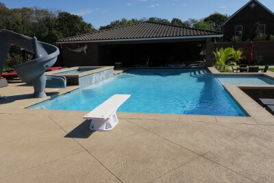 Backyard-swimming-pool-with-diving-board-in-Saint-Louis