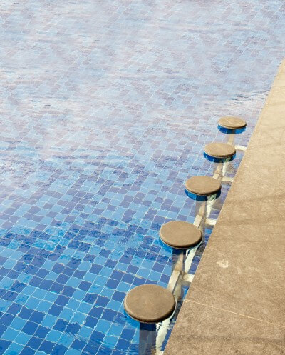 Custom-swimming-pool-bar-with-stool