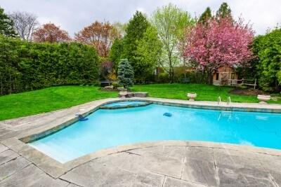 Triangle-shape-of-a-concrete-custom-swimming-pool